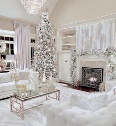 Here are best White Christmas Decor ideas. From White Christmas Tree decor to Table top trees to Alternative trees to Christmas home decor in White & Silver Inspire Me Home Decor, Winter Home Decor, Winter House, Christmas Tree Decorations, Holiday Decor, White Christmas Trees, Luxury Christmas Decor, Christmas Mantles, Table Decorations