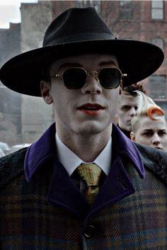 Gotham Bruce, Gotham Joker, Gotham Tv, Cameron Monaghan, Just Smile, Jealousy, Men's Style, Dc Comics, Mens Sunglasses
