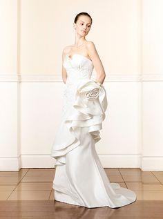 アクア・グラツィエがセレクトした、ELIZABETTA POLIGNANO(エリザベッタ ポリニャーノ)のウェディングドレス、ELP001をご紹介いたします。