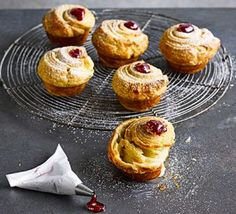 Almond & raspberry cruffins Cross a croissant with a muffin and you'll get these buttery, flaky, fruity pastries - perfect for brunch or an indulgent treat Portugese Custard Tarts, Portuguese Tarts, Dry Yeast, Baked Goods, Cooking Recipes, Bbc Recipes, Raspberry, Sweet Treats, Brunch