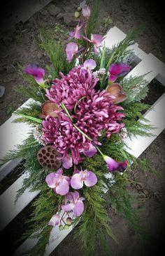Kompozycje 2016. Wszystkich Świętych Funeral Flower Arrangements, Funeral Flowers, Floral Arrangements, Fall Flowers, Diy Flowers, Cemetery Decorations, Arte Floral, Centre Pieces, Ikebana