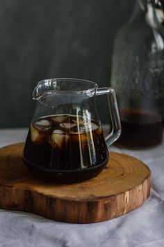 It's hot af which means it's cold brew szn! You can brew our cold brew bags one at a time OR throw in all the packs to a big pitcher and have it ready for you all week. Making Cold Brew Coffee, How To Make Coffee, Drip Coffee, Hot Coffee, Coffee Club, Coffee Shops, Coffee Drinks, Iced Coffee At Home, Nice
