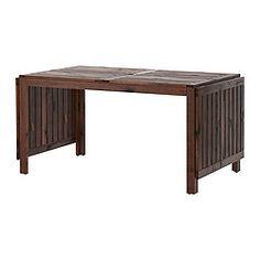IKEA - ÄPPLARÖ, Klaptafel, buiten, bruin, , De klapdelen zijn eenvoudig uit te klappen en te verwijderen waardoor je de grootte van de tafel snel naar behoefte kan aanpassen.Je parasol staat stevig in de opening middenin het tafelblad.Voor extra slijtvastheid, en om de natuurlijke uitstraling van het hout te kunnen zien, is het meubel voorbehandeld met een laag halftransparante houtlazuur.