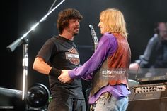 Dave Grohl of the Foo Fighters performs with Tom Petty and the Heartbreakers August 19 2006