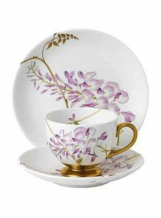 Gorgeous Wisteria Cup & Saucer is so beautiful China Cups And Saucers, China Tea Cups, Teapots And Cups, Teacups, Tea Cup Set, Tea Cup Saucer, Tea Sets, Café Chocolate, Tea Service