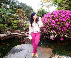 Diário da Moda: Look do dia: Calça vinho e camisa floral
