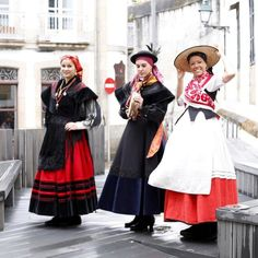 Traxe tradicional galego Folk Costume, Costumes, Folk Clothing, Basque Country, People Of The World, Seville, Traditional Dresses, Romania, Folk Art