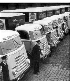 A row of DAF trucks from delivery service Van Gend and Loos. Semi Trucks, Old Trucks, Utrecht, Rotterdam, Old Pictures, Old Photos, Gilles Villeneuve, Cars And Motorcycles, Old School