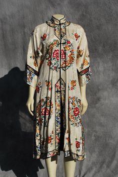Brodé à la main de soie robe Vintage chinois art par thekaliman, $700.00