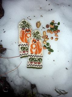 Ravelry: mabe58's Squirrels Mittens Mittens Pattern, Knit Mittens, Knitted Gloves, Stitch Patterns, Knitting Patterns, Crochet Patterns, Knitting Yarn, Baby Knitting, Knit Art