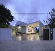 Gallery of Pichai House / Kittiya Architects - 1