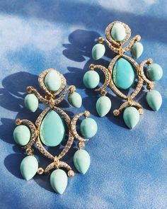 Exquisite turquoise dangling from every diamond branch. Fresh from the workshop, ready to brush your cheek with icy turquoise frost. ❄️ David Webb, Turquoise Bracelet, Frost, Dangles, Gemstone Rings, Jewels, Bracelets, Gemstones, Diamond