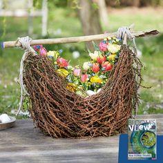 Wenn das Osterfest vor der Tür steht, denken viele an bunt bemalte Eier in frischgrünem Gras. Wir haben die Eier einfach mal naturbelassen und verschenken Floristik in den strahlenden Farben vieler Frühlingsblüher. <3