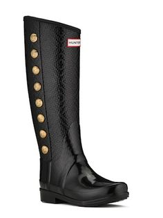 ----Gifts for the On the Go Mom----  Hunter Regent Gosvenor Boot-    The Regent Grosvenor boot by Hunter isn't just any ordinary rain boot.  It's styled like an equestrian riding boot for the ultimate in style and fit. Mom will be the first to beg for an excuse to stomp in some puddles so she can show them off. $195 @Trekaroo #FamilyTravelGiftGuide