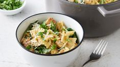 One-Pot Creamy Pesto Chicken Pasta. Pesto lovers, this recipe is for you! We loaded this pasta dish with a creamy pesto sauce, fresh spinach and flavor-packed chicken for an easy weeknight meal the whole family will love. Sauce Au Pesto Crémeuse, Creamy Pesto Sauce, Pesto Recipe, Alfredo Recipe, Creamy Pasta, Pesto Chicken, Creamy Chicken, Pesto Pasta, Chicken Ziti