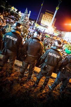 Це - восьмий день на Майдані Незалежності триває Всеукраїнський #Євромайдан. Вночі ці люди в чорному нападуть на студентів, що призведе до нової, більш активної стадії Євромайдану.  Найкращі фото часів ЄвроМайдану | Українська правда