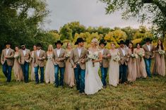 Wedding Pictures Country Groomsmen Bridal Parties 70 Ideas wedding pictures - Sites new Country Groomsmen Attire, Country Wedding Groomsmen, Country Wedding Photos, Country Wedding Dresses, Wedding Bridesmaids, Wedding Pictures, Western Groomsmen, Rustic Groomsmen Attire, Country Western Weddings