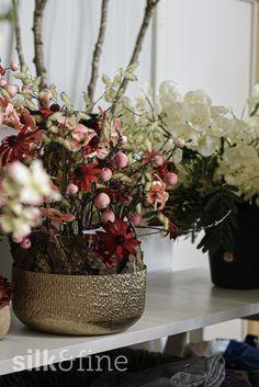 Du möchtest deinen Empfang, das Sitzungszimmer oder die Büros deiner Mitarbeiter und Kollegen mit Floristik zu einem besonderen Ort machen? Du hast aber keine Lust, jede Woche frische Schnittblumen zu kaufen? Dann sind unsere Seidenfloristik-Abos genau das Richtige für dich, dein Team und deine Räumlichkeiten. Flowers, Faux Flowers, Fresh Flowers, Cut Flowers, Floral, Royal Icing Flowers, Florals, Flower, Blossoms