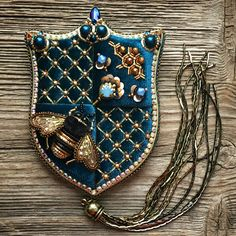 Embroidered and beaded crest Bead Embroidery Jewelry, Beaded Embroidery, Hand Embroidery, Embroidery Designs, Beaded Jewelry, Brooches Handmade, Handmade Jewelry, Lesage, Gold Work