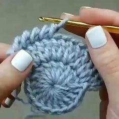 Knitted Bags Knitting Patterns Step Stools Tulips Strands Dish Towels Mesh Farmhouse Rugs Make Up - Her Crochet Crochet Slipper Pattern, Crochet Basket Pattern, Crochet Slippers, Crochet Motif, Crochet Designs, Crochet Stitches, Crochet Baby, Knit Crochet, Crochet Leaves