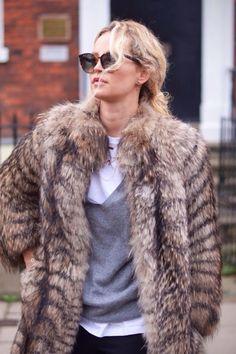 10 meilleures images du tableau Manteau astrakan   Mantle, Fur coats ... eff80f66a50a