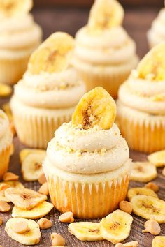 These Peanut Butter Banana Cupcakes have a moist, fluffy banana cake on the bottom and a lovely cream cheese peanut butter frosting on top. Such a perfect flavor combo! Cupcake Recipes, Baking Recipes, Dessert Recipes, Picnic Recipes, Baking Desserts, Cake Baking, Health Desserts, Drink Recipes, Peanut Butter Desserts