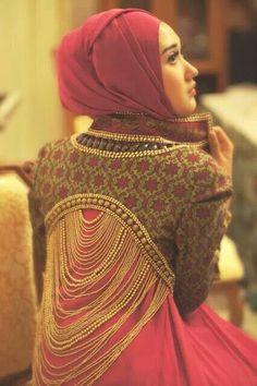 Inspiration for a bolero/dance top. Hijab fashion photography Photo from: Dian Pelangi, Islamic Fashion, Muslim Fashion, Modest Fashion, Hijab Fashion, Indian Fashion, Hijab Look, Modest Wear, Islamic Clothing, Mode Hijab