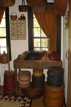 Wooden bowls, firkin sugar buckets, and hanging baskets. Prim Decor, Country Decor, Rustic Decor, Primitive Decor, Country Living, Country Interior, Country Style, Farmhouse Decor, Primitive Homes