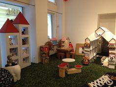 Estanterias de carton, mesitas y sillas de carton y casita estantería de carton por Cartonlab