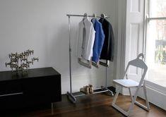 チェアとしても利用できるハンガー「Hanger Chair」