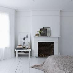 Painted Floors – Cool Tricks to Getting Painted Wood Floors Right – – Flooring White Painted Floors, Painted Floorboards, White Wooden Floor, White Floorboards, White Walls, Painted Wooden Floors, Casual Bedroom, White Bedroom, Dream Bedroom