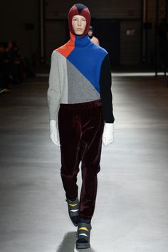 See the complete Kenzo Fall 2017 Menswear collection.