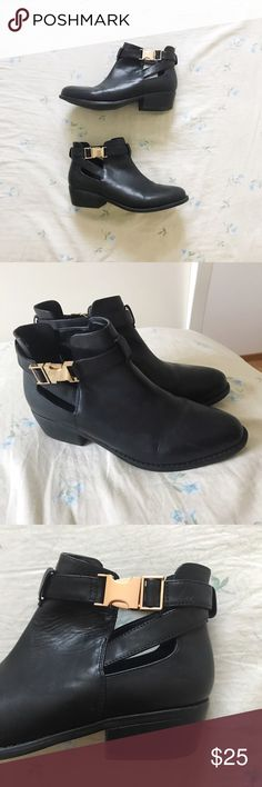 Topshop faux leather ankle booties Topshop faux leather ankle booties . Copper/gold details and chunky heel . Very cute for fall ! Some signs of wear but no major flaws, I just have way too many boots . US size 7.5 . Topshop Shoes Ankle Boots & Booties