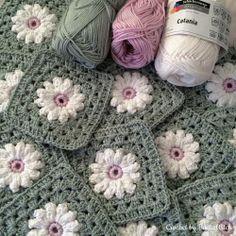 Transcendent Crochet a Solid Granny Square Ideas. Inconceivable Crochet a Solid Granny Square Ideas. Motif Mandala Crochet, Granny Square Crochet Pattern, Crochet Blocks, Crochet Squares, Crochet Blanket Patterns, Crochet Granny, Granny Squares, Easy Granny Square, Crochet Daisy