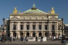 Fachada de la Ópera de París, estilo neobarroco. Inaugurada en 1875, diseño de Charles Garnier.