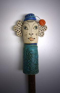 """Keramik - Steckköpfchen """"GARTENTANTE"""" mit Hütchen - ein Designerstück von Brigitte_Peglow bei DaWanda"""