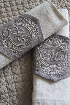 Monogrammed linen napkins.../