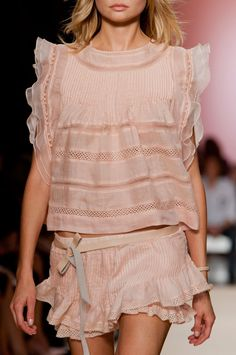 Isabel Marant at Paris Fashion Week Spring 2014 - Details Runway Photos Fashion Week, Paris Fashion, Runway Fashion, Fashion Outfits, Womens Fashion, Fashion Trends, Style Casual, My Style, Isabel Marant