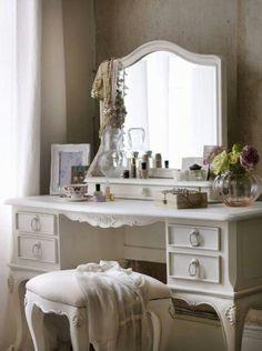 . THIRD FLOOR: Praise's vanity desk