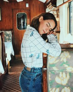 Disney Outfits, Retro Outfits, Casual Outfits, Fashion Outfits, Casual Shirt, Devon, Girl Inspiration, Poses, Clothes For Women