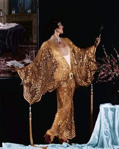 Actress Olive Borden wearing a gold lamé coat, 1927 Vintage Dresses, Vintage Outfits, Vintage Fashion, 1920 Dresses, 1920s Fashion Dresses, 1920s Fashion Women, Art Deco Fashion, High Fashion, Fashion Design