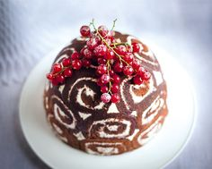 Gordon Ramsay's Christmas bombe is a great alternative to the traditional Christmas pudding recipe. The combination of chocolate-y Swiss roll and sweet filling is delicious is a great treat on Boxing Day. Best Christmas Cake Recipe, Best Christmas Desserts, Xmas Food, Christmas Cooking, Christmas Treats, Christmas Christmas, Chocolate Christmas Pudding, Christmas Ice Cream Cake, Christmas Dinners