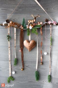 Christmas door decoration in rose copper with deer and Christmas Feeling, Christmas Owls, Christmas Home, White Christmas, Christmas Wreaths, Pom Pom Wreath, Diy Wreath, Crafts To Make, Arts And Crafts