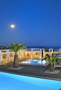The Palladium Boutique Hotel in Mykonos exudes style and sophistication http://www.mediteranique.com/hotels-greece/mykonos/palladium-boutique-hotel/