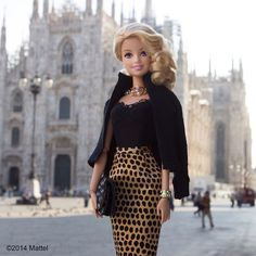 Snapped outside the Duomo before taking in today's shows, these street style photographers are everywhere! #streetstyle #mfw #barbie #barbiestyle