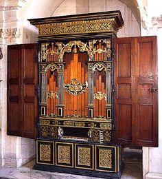 Hofkirche, Innsbruck, chapel organ, photo courtesy of the North Hampshire Organists' Association website.