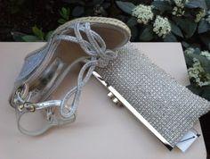 Zapato-Sandalia en yute plateado con cuña alta. SEE MORE ON: www.zapateriasusos.com