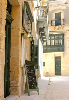 The Red Bistro takes times off from her home kitchen to experience Donald Caligari's of Tal-Petut private dining fame in Birgu (Vittoriosa), Malta.