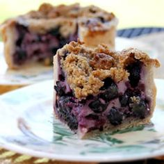 Creamy Blueberry Pie - this is amazing  I used frozen blueberries and only 3/4 cup of sugar for the custard, and 1/4 cup sugar and flour for the streusel