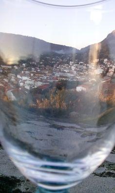Pueblo Toledano en una copa de cristal.